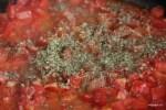 Добавляем орегано в помидоры