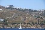 Монастырь Св. Иоанна виден на подходе к острову Патмос