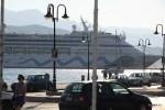 Круизное судно в порту Самоса