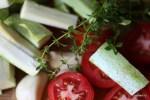 Кабачки, помидоры и веточки тимьяна