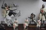 Рыцари когда-то ходили по улицам Обидуш, на которых теперь их фигурки продают туристам