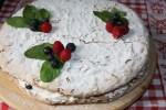 Малиновый торт с меренгой