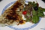 Жареный судак с салатом из чечевицы