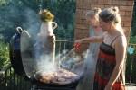 В ЮАР национальное хобби - жарить браай. Елена Городкова на террасе своего дома в Кейптауне