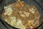 Соцветия цветной капусты обваливаем в яйце, а затем в панировке