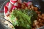 Ингредиенты и соус для салата