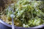 Соединяем лук-порей с тимьяном, сыром и картофелем