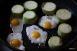 Жарим цукини и перепелиные яйца