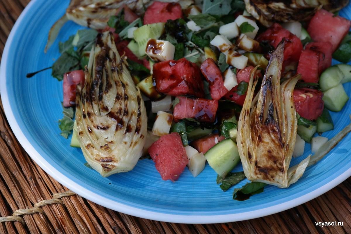 Салат с арбузом, фенхелем и овечьим сыром