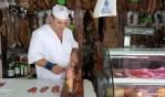 На рынке в Ислантилье можно попробовать свеженарезанный хамон