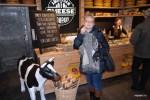 При желании в Амстердаме можно наесться, переходя из одной сырной ,лавки в другую