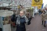 Гигантские венчики на уличном рынке в Амстердаме