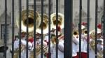 Президентский оркестр исполняет El Condor pasa в ритме военного марша