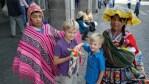 Честный заработок индейских детей на Plaza de Armas