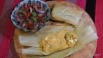 Тамалес с домашним сыром и сальсой
