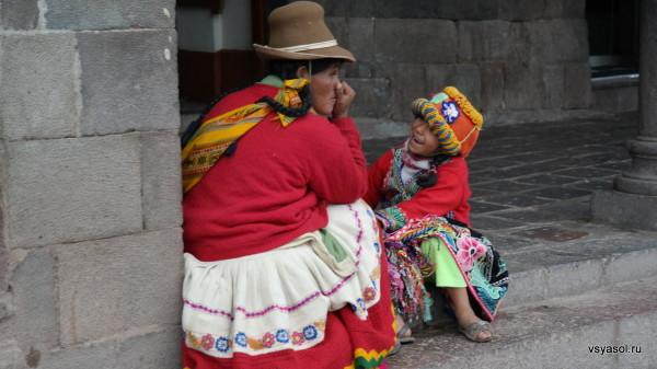 Мать и дочь. Куско, Plaza de Armas
