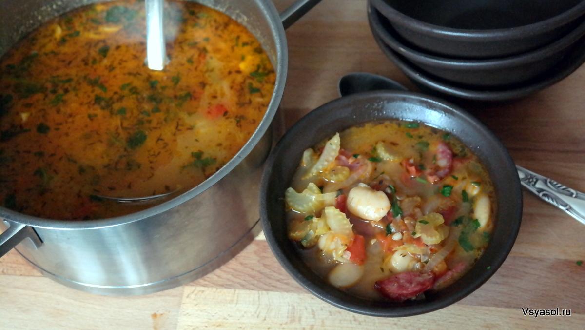 Зимний суп из белой фасоли с полукопченой колбасой