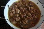 Заливаем рис с мясом куриным бульоном