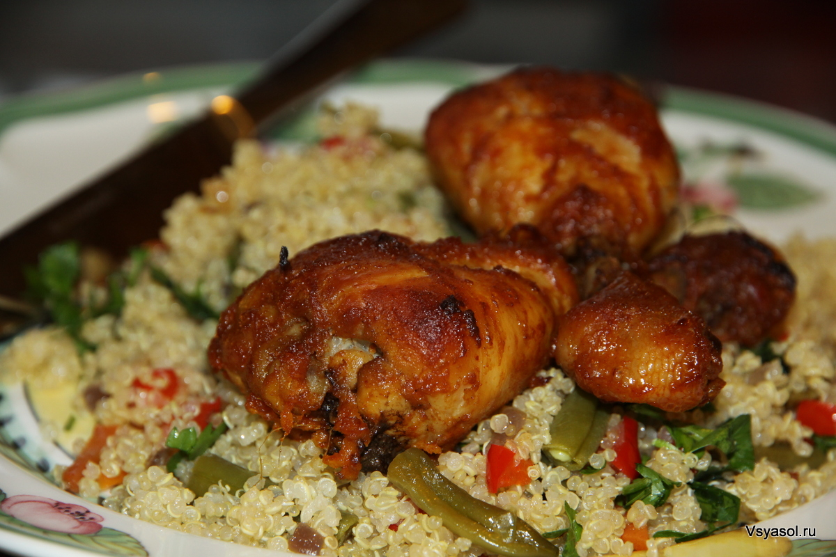 Куриные бедрышки в остро-сладком лаймовом маринаде с салатом из киноа