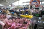 Белорусское сало и колбасы - главное, за чем приежие приходят на Комаровку