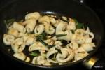 Жарим кальмары на сильно разогретой сковороде