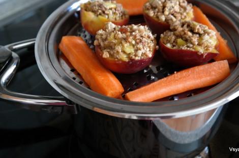 И десерт, и морковь, за один присест. На самом деле, каждое блюдо готовится в отдельной кастрюльке, но одновременно