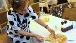Лилия Александровна угощает хачапури