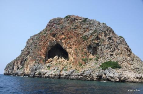 Безвестный остров у Западного побережья Крита
