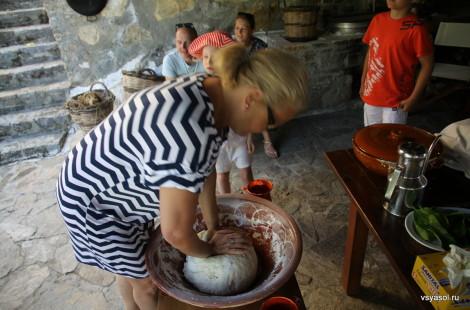 Месить крестьянский хлеб - елегкое дело