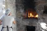 Ставрула разводит огонь в печи