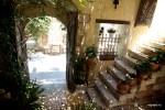 Старый венецианский дворик - один из входов в ресторан Alvl