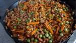 Обжариваем овощи с мясом