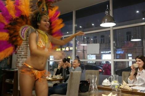 Мини-карнавал в Cafezinho do Brazil