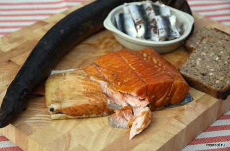 Эстонская килька, копченый лосось, угорь и ржаной хлеб