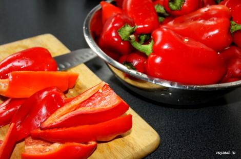 Красные сладкие перцы - основа пеперонаты
