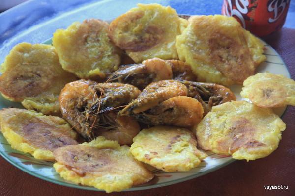 Креветки с соусе с патаконес
