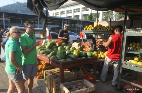 С Юрой на оптовом рынке в Панаме