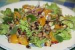 Салат из фасоли черный глаз с персиками