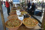 Местые оливки на рынке в деревне Сольер, Майрка