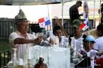 Продавец мороженого в Панаме: на голове панама