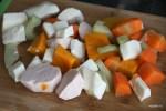 Набор корнеплодов для панамского санкочо: юка, ньяме и отое, а также тыква и морковь