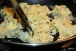 Приготовление яичницы-болтуньи занимает 2 минуты