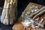 Очищаем спаржу картофелечисткой
