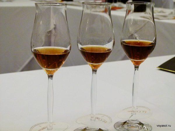 Хороший коньяк пьют из бокалов в форме тюльпана