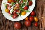 Салат из разноцветных помидоров с фасолью