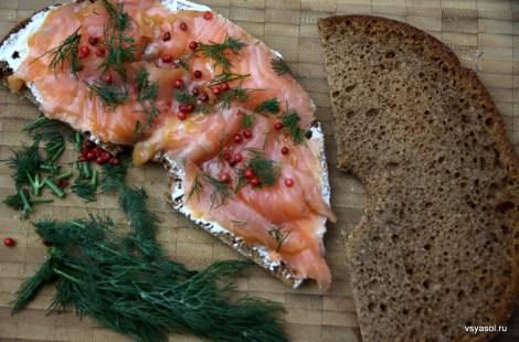 Финский бутерброд: ржаной хлеб, Filadelfia и копченый лосось
