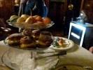 Трехэтажная этажерка для закусок к английскому чаю