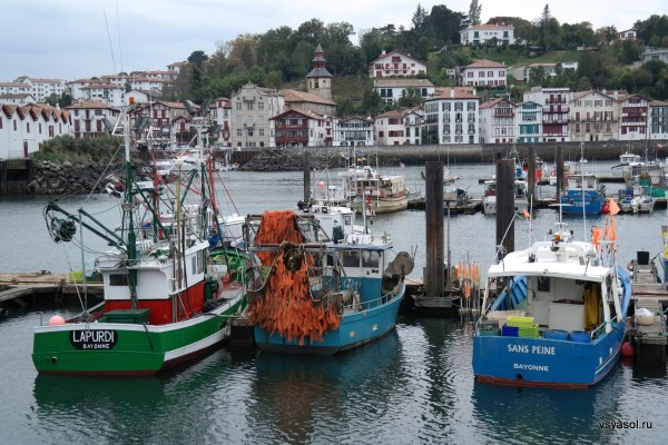 Баскский городок Сен-Жан-де-Люс во Франции