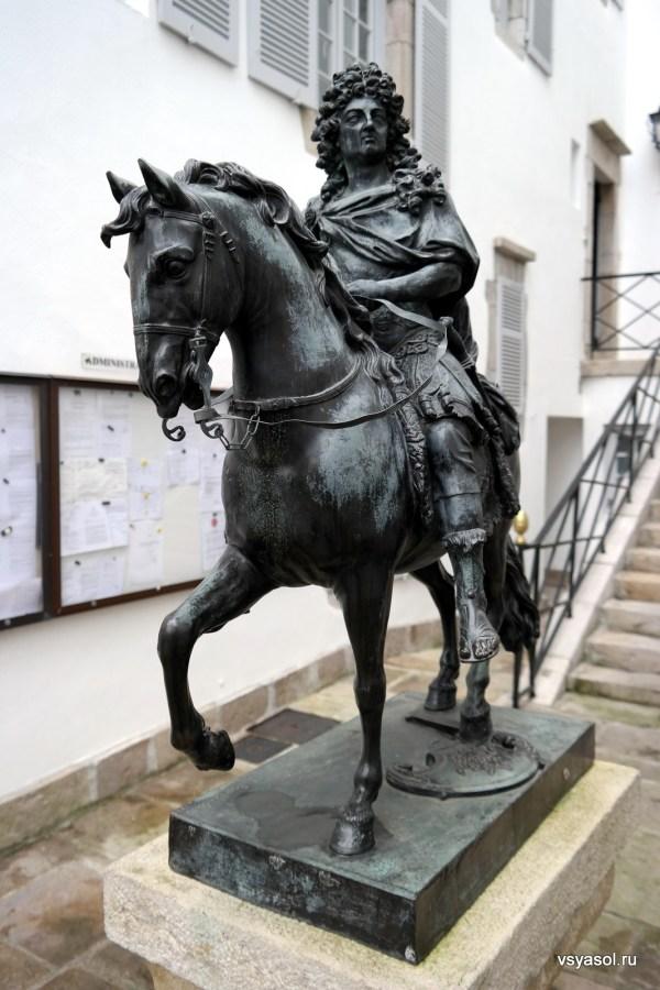 Изваяние Людовика XIV в Сан-Жан-де-Люс