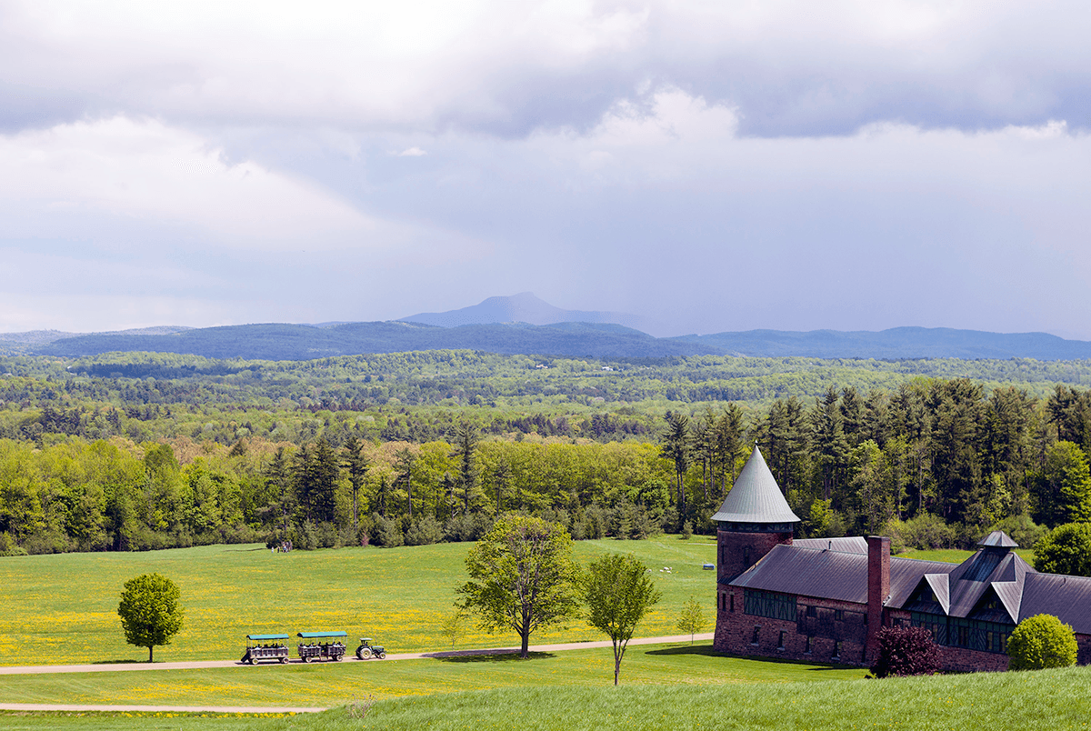 Image of Camel's Hump and the barn at Shelburne Farms